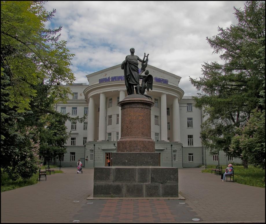 Памятник Михаилу Ломоносову в Архангельске