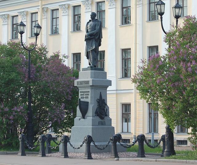 ПамятникПахтусовув Кронштадте