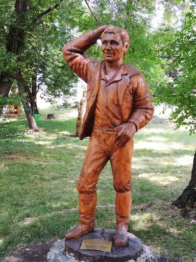 Егор Прокудин и другие деревянные скульптуры в парке-музее «Деревня чудиков»