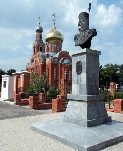 Бюст и стела атамана Платова в Каменск-Шахтинске