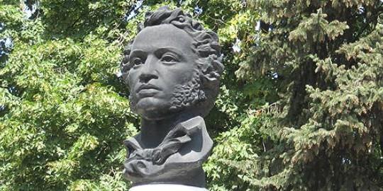 Бюст Пушкина в Азове