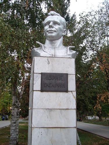 Бюст Гагарина в Азове