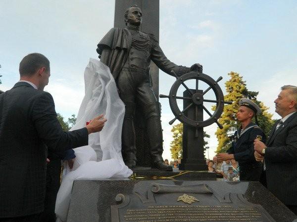 Памятник адмиралу Лазареву