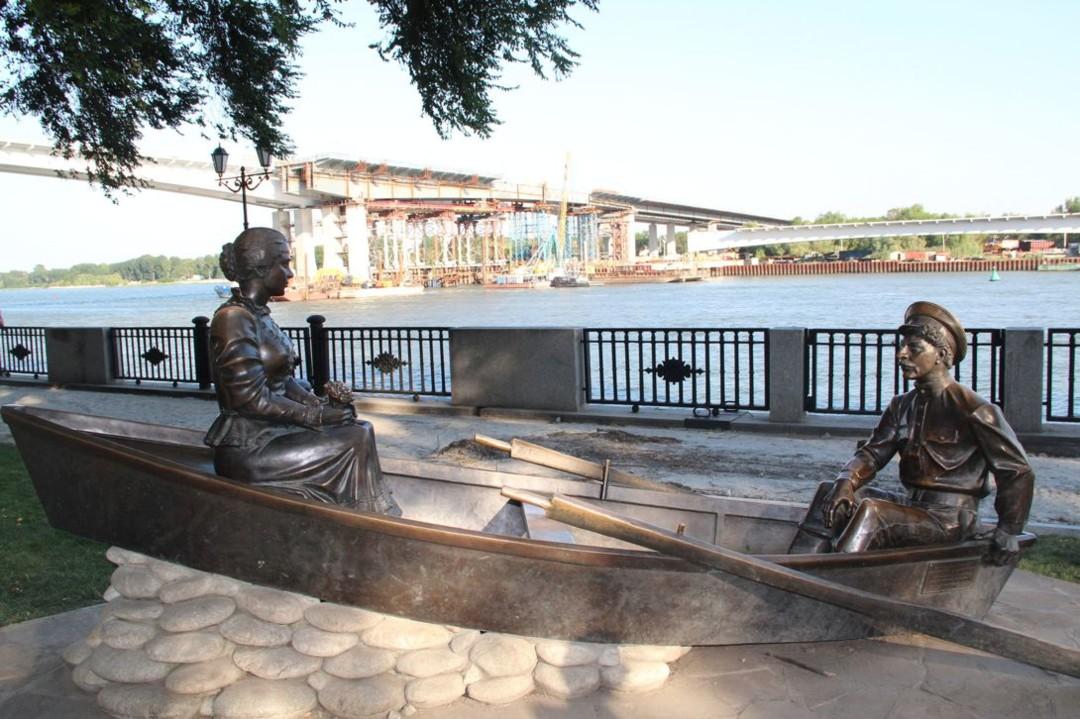 Памятник Григорию и Аксинье