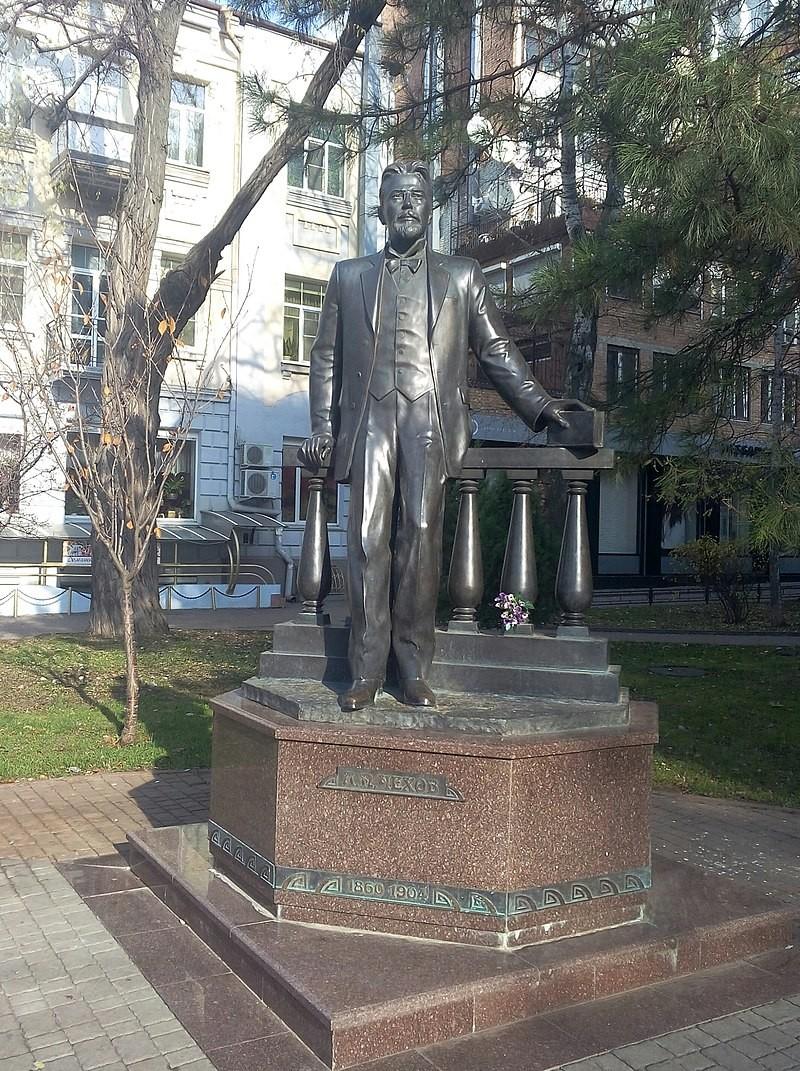 Памятник Чехову в Ростове