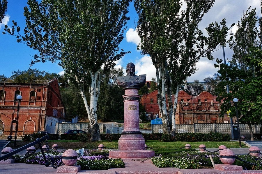 Памятник адмиралу Ушакову в Ростове-на-Дону