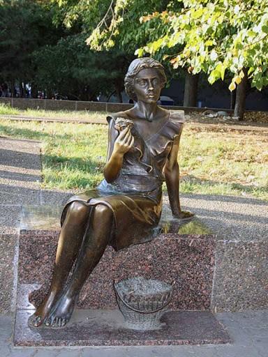 Скульптура цветочницы