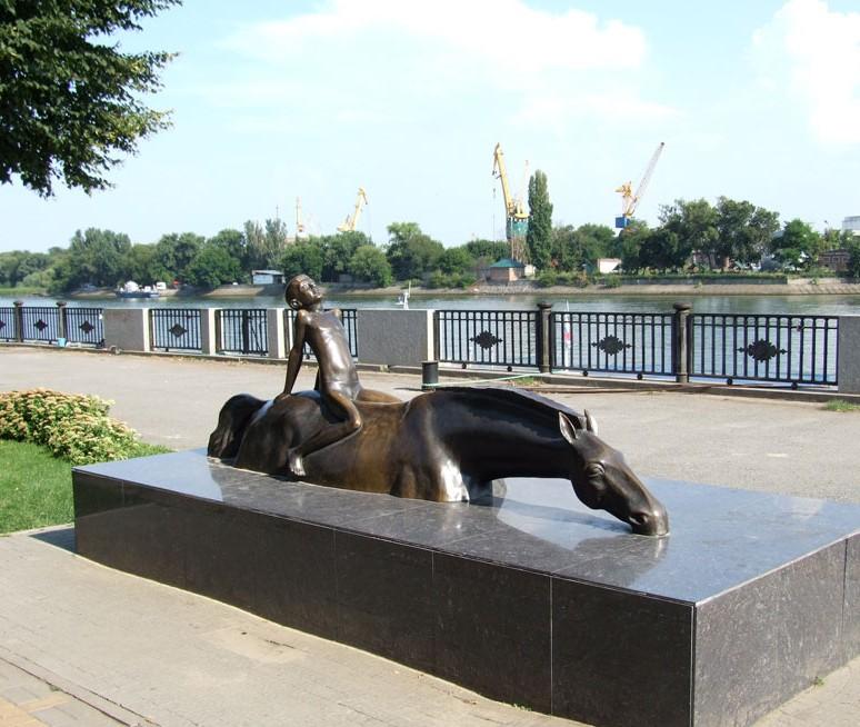 Памятник «Купание коня»