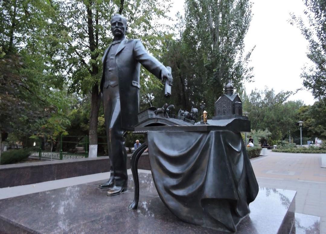 Памятник градоначальнику Байкову в Ростове-на-Дону