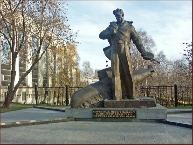 Мемориал экипажу атомного подводного крейсера «Курск» в Москве