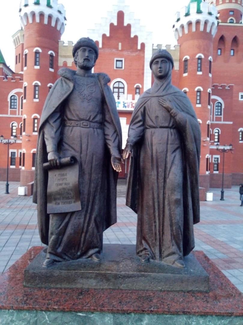 Фонтан-памятник православным святым Петру и Февронии