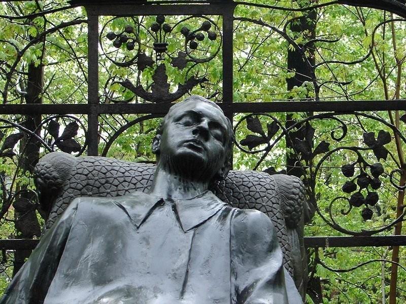 Могила Н. Л. Тарасова на Армянском кладбище в Москве