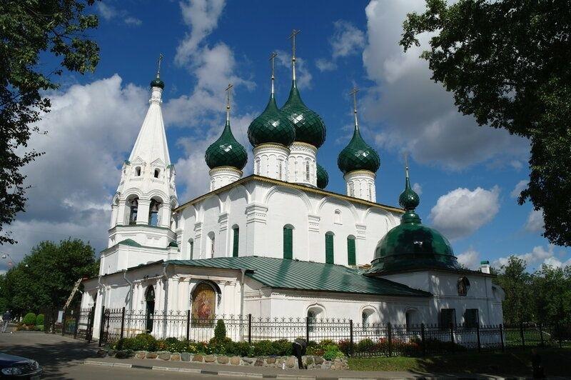Церковь Происхождения Честных Древ Креста Господня, что на Городу