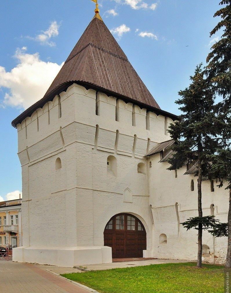 Угличская башня в Спасо-Преображенском монастыре Ярославля