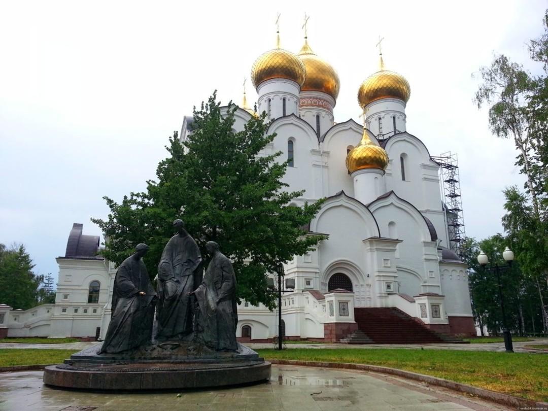 Памятник Святой Троице в Ярославле