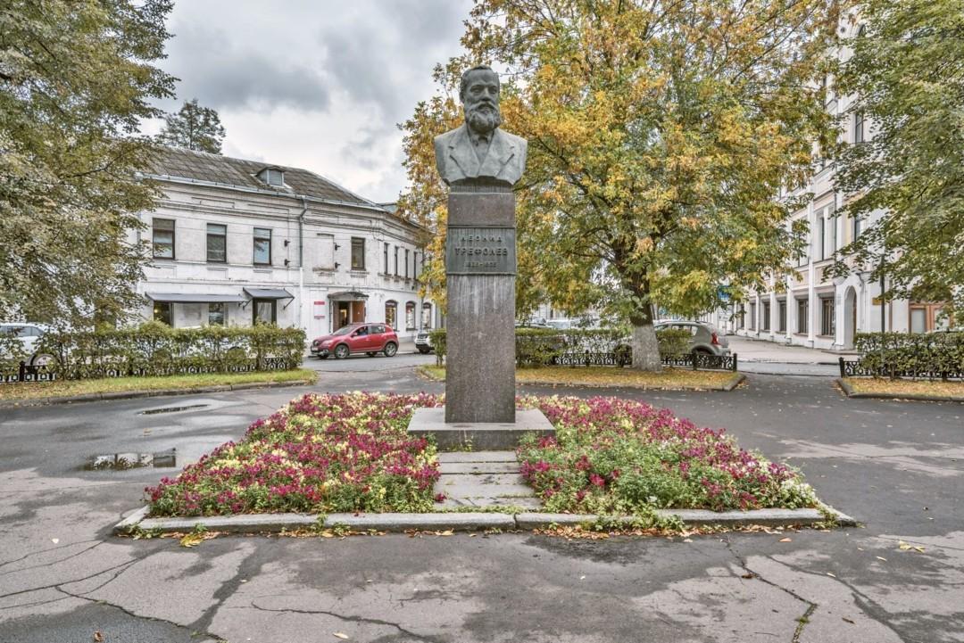 Памятник Л. Н. Трефолеву в Ярославле