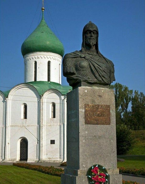 Памятник Александру Невскому в Переславле-Залесском