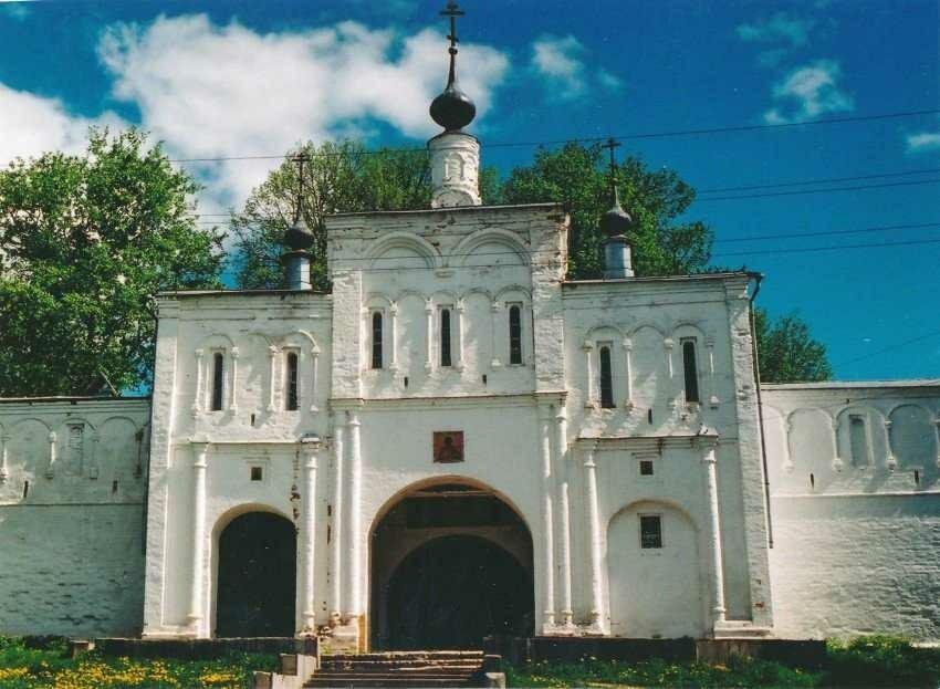 Надвратная церковь Феодора Стратилата в Свято-Успенском женском монастыре в Александрове