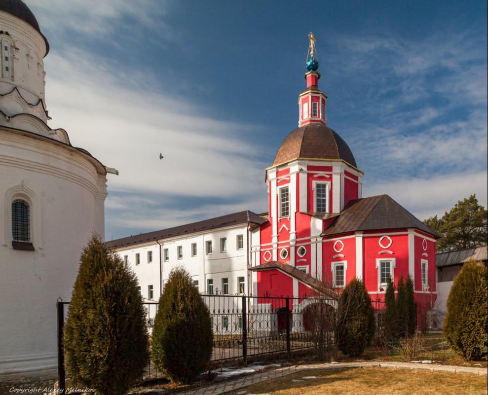 Храм святителя Митрофана патриарха Цареградского Свято-Пафнутьева Боровского монастыря