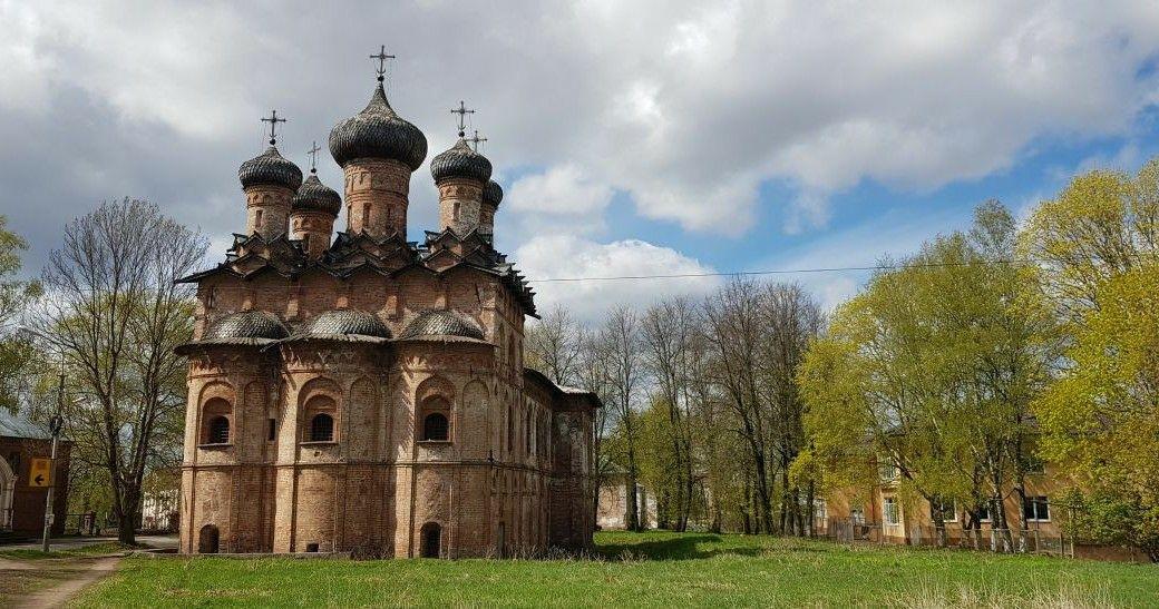 Церковь Троицы Живоначальной в Свято-Духовном монастыре в Великом Новгороде
