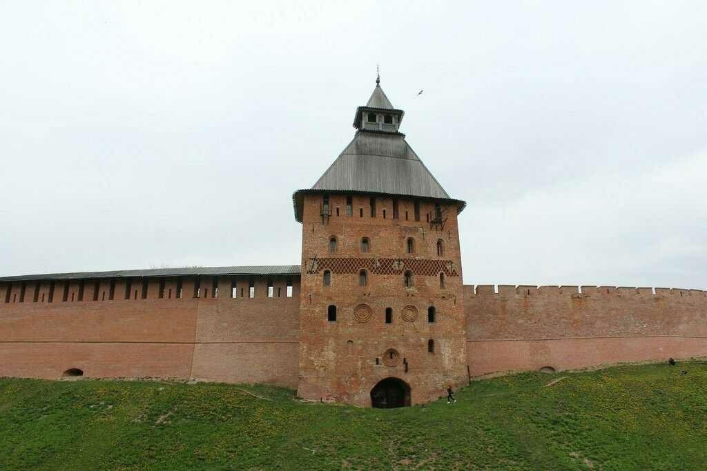 Спасская башня в Новгородском Кремле
