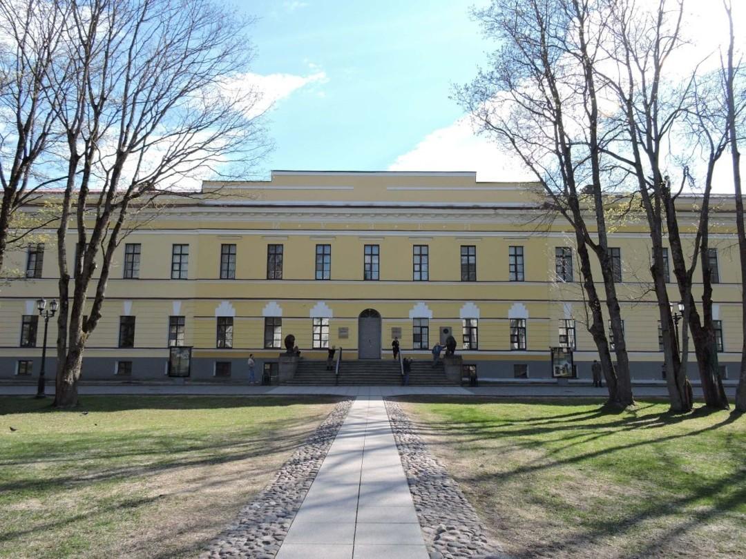Главное здание музея в Новгородском Кремле