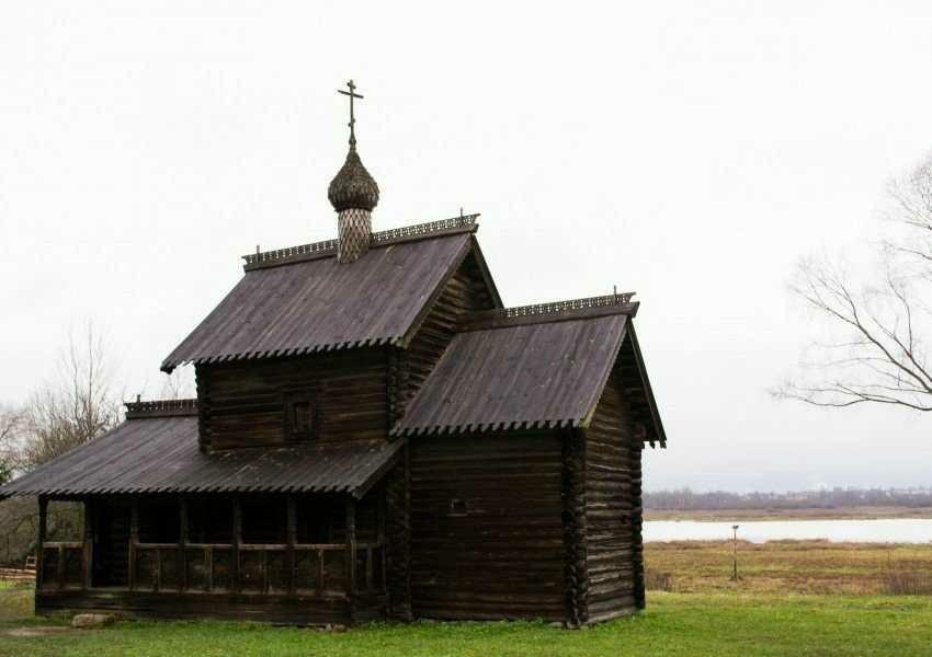 Церковь Успения Пресвятой Богородицы из деревни Никулино в Витославлицах в Великом Новгороде