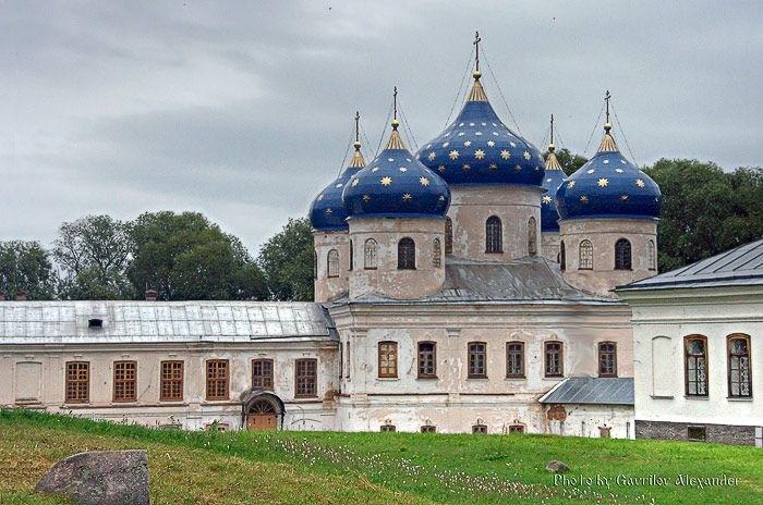Собор воздвижения креста Господня в Юрьевом мужском монастыре в Великом Новгороде