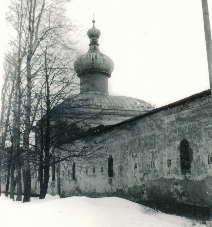 Церковь иконы Божией Матери Неопалимая Купина в Юрьевом мужском монастыре в Великом Новгороде
