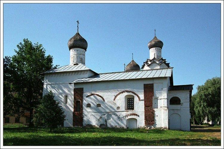 Церковь Сретения Господня в Спасо-Преображенском Старорусском монастыре в Старой Руссе