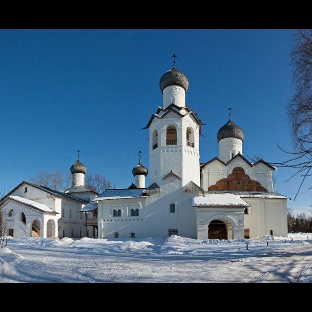 Колокольня в Спасо-Преображенском Старорусском монастыре в Старой Руссе