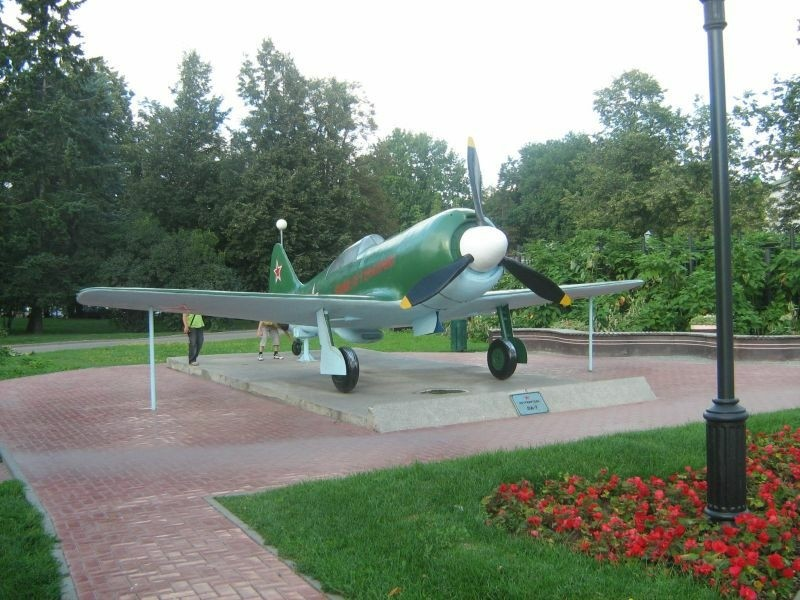 Памятник истребителю Ла-7 в Нижегородском Кремле