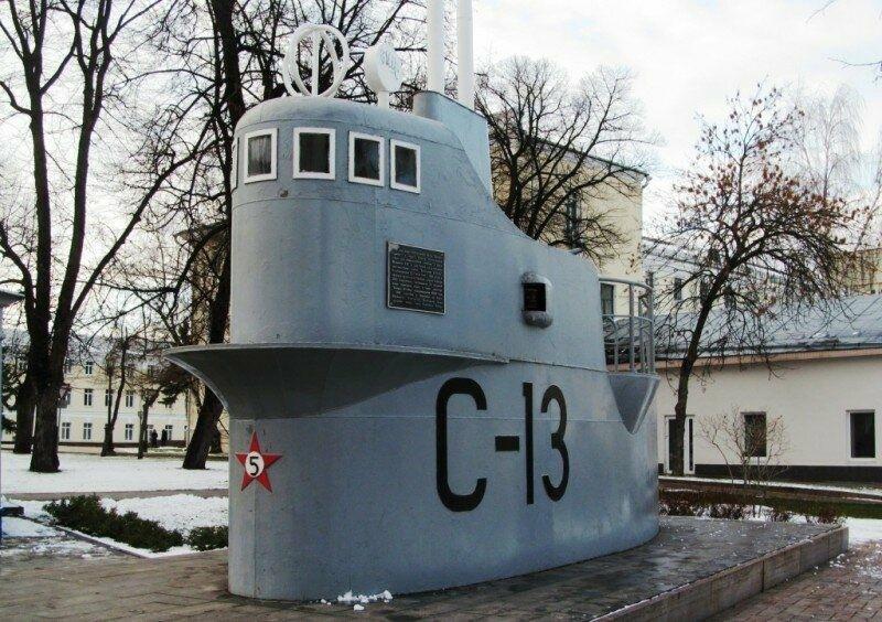 Памятник подводной лодке С-13 в Нижегородском Кремле