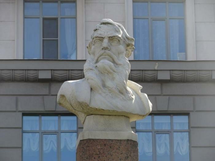 Бюст Козьмы Минина в Нижнем Новгороде