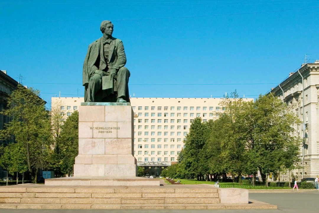 Памятник Чернышевскому в Санкт-Петербурге