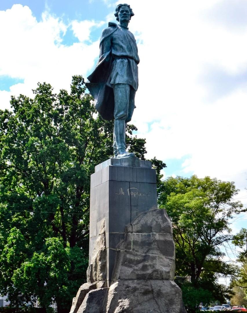 Памятник Максиму Горькому в Нижнем Новгороде
