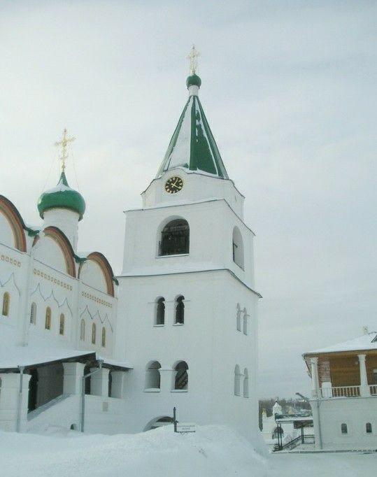 Колокольня в Вознесенском Печерском монастыре в Нижнем Новгороде
