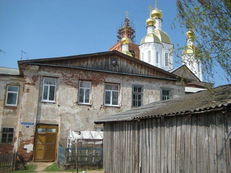 Надвратная церковь Георгия Победоносца в Арзамасском Спасо-Преображенском мужском монастыре