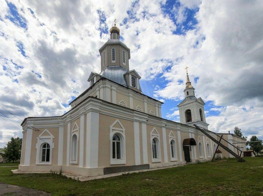 Церковь Смоленской Иконы Божией Матери в селе Красное