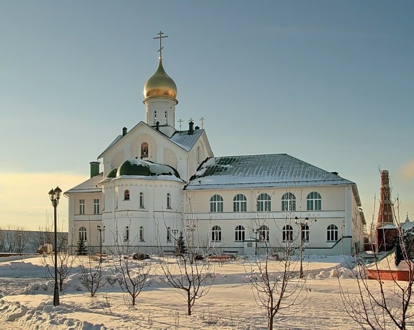 Церковь Трех Святителей в Коломенской духовной семинарии Старо-Голутвина монастыря в Коломне