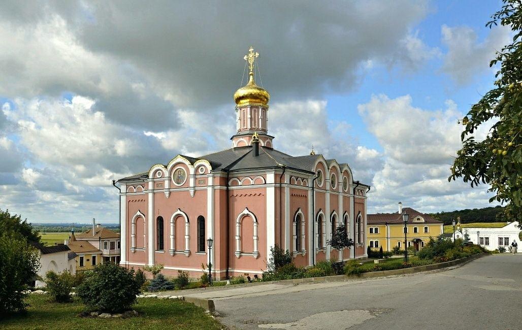 Собор Успения Пресвятой Богородицы Иоанно-Богословского мужского монастыря в Пощупово