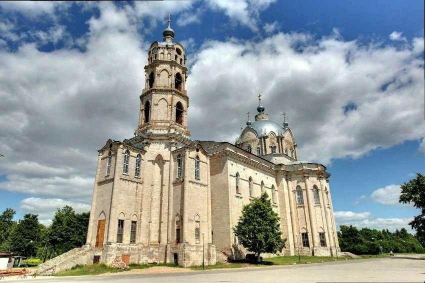 Церковь Троицы Живоначальной в Гусе-Железном
