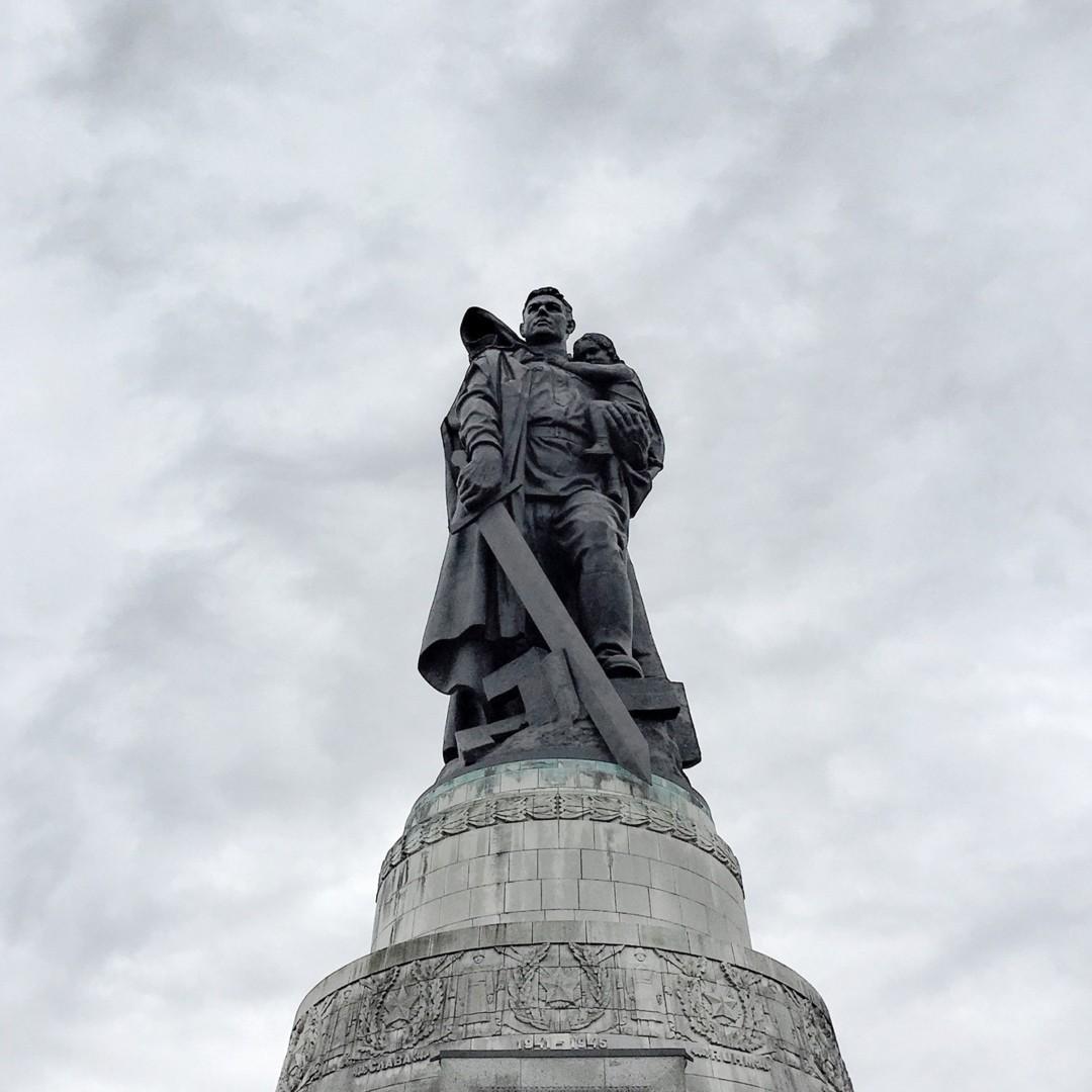 Мемориал советским солдатам в Трептов-парке