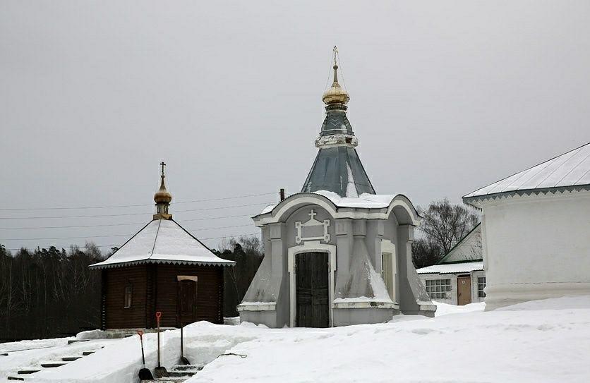 Часовня-киворий над усыпальницей П.П. Кожина Свято-Троицкого Никольского мужского монастыря в Гороховце