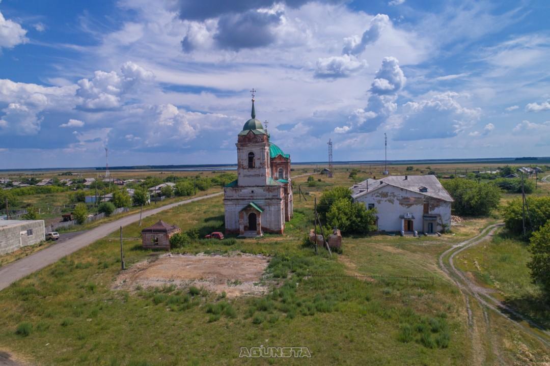 Большое Курейное. Церковь Троицы Живоначальной.