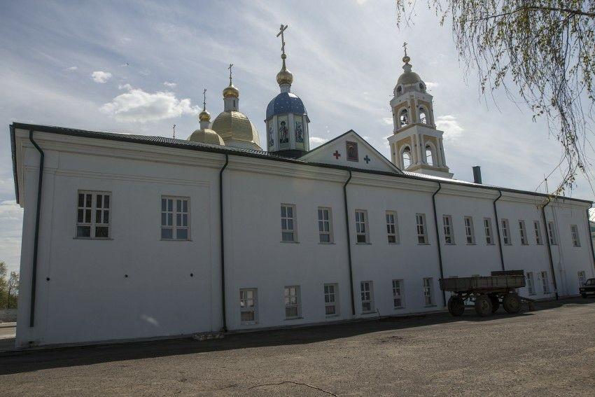 Церковь Петра и Павла Оранского Богородского мужского монастыря