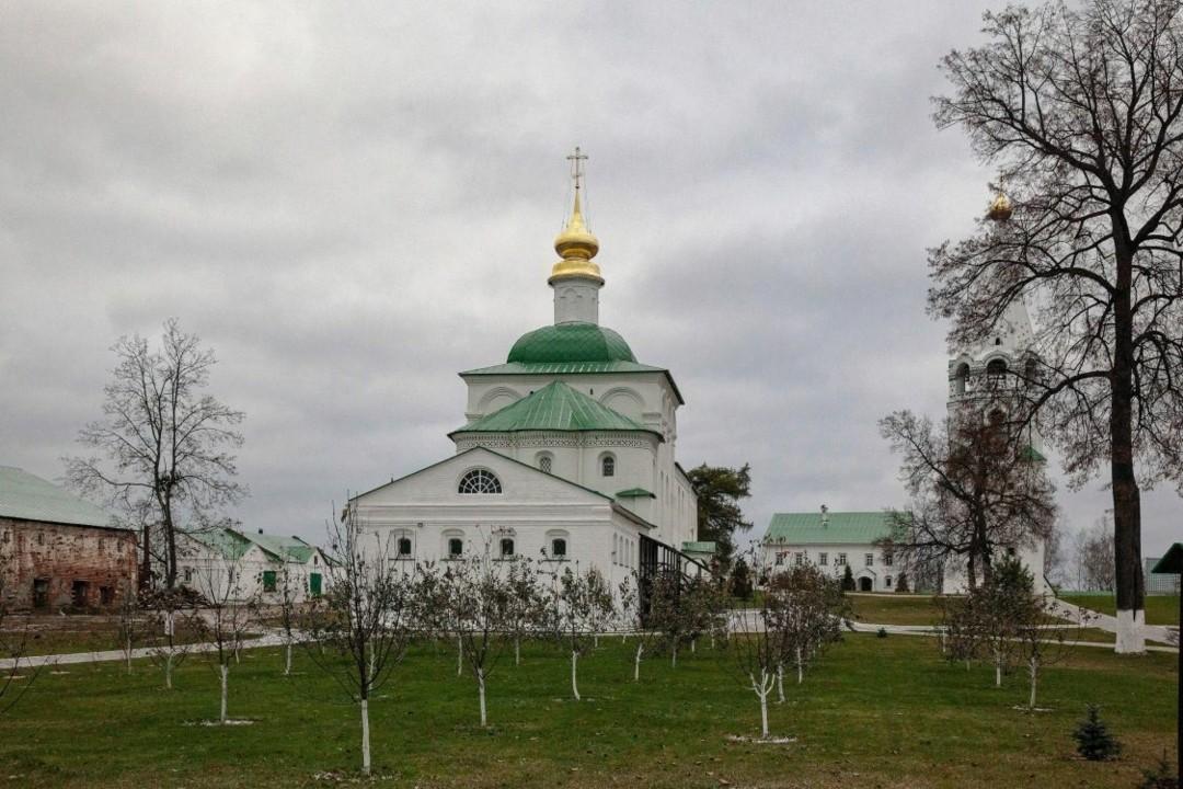 Церковь Троицы Живоначальной Свято-Успенской Флорищевой мужской пустыни