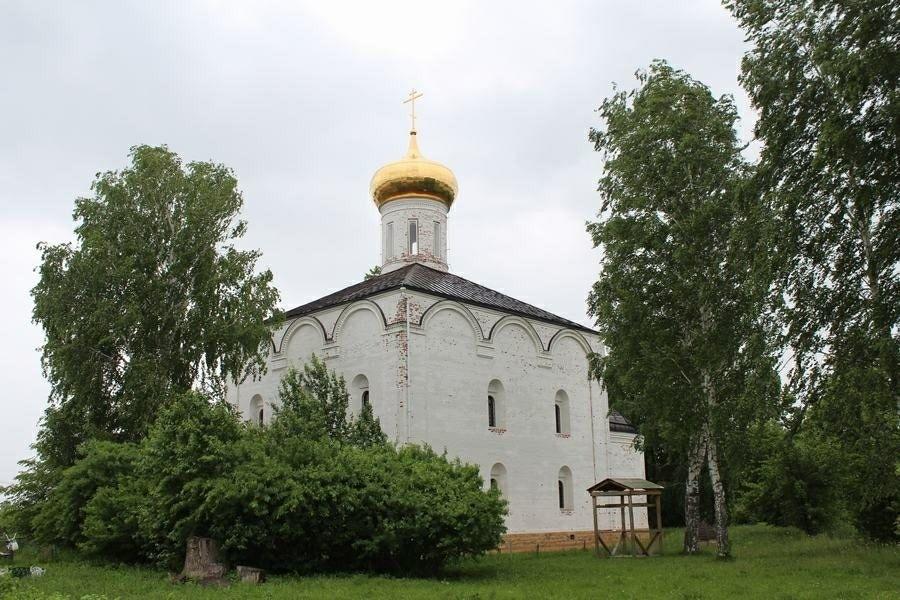 Церковь Троицы Живоначальной Свято-Троицкого Острово-Езерского Ворсменского женского монастыря