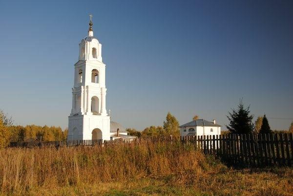 Колокольня в Мугреево-Дмитриеве