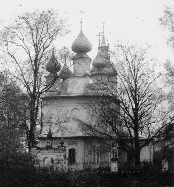 Церковь Троицы Живоначальной в Сандогоре
